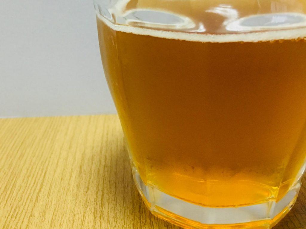 グラスに注いだスティングエナジー