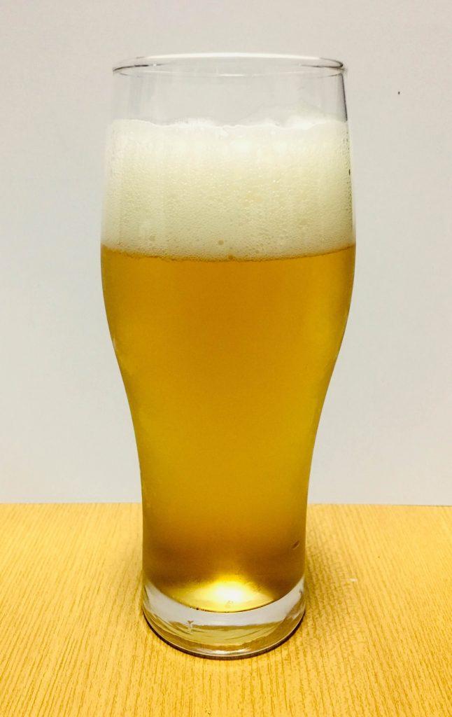 グラスに注いだカールスバーグ