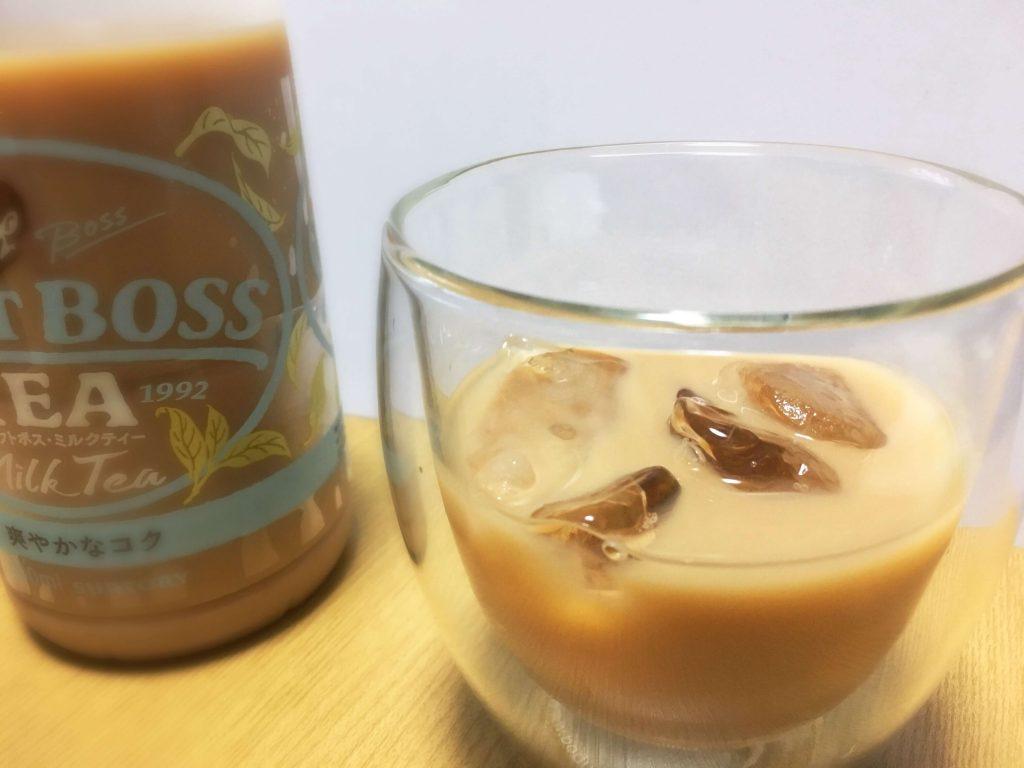 グラスに注いだクラフトボス ミルクティー