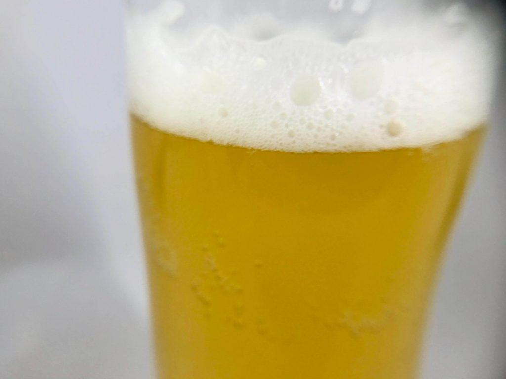 ヒューガルデン・ホワイト グラスに注いだ画像